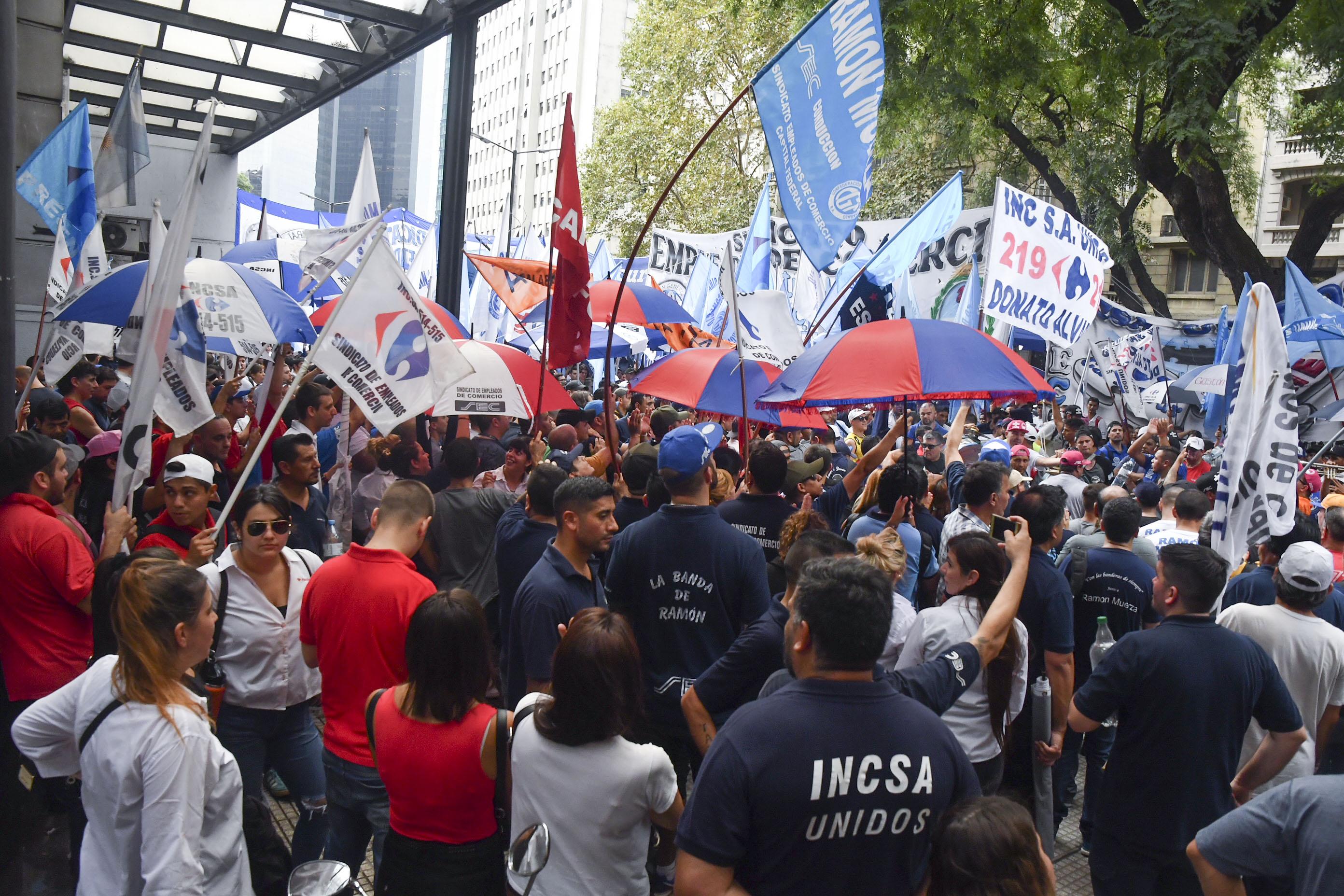 Trabajadores de Carrefour marcharon al Ministerio de Trabajo (Télam)