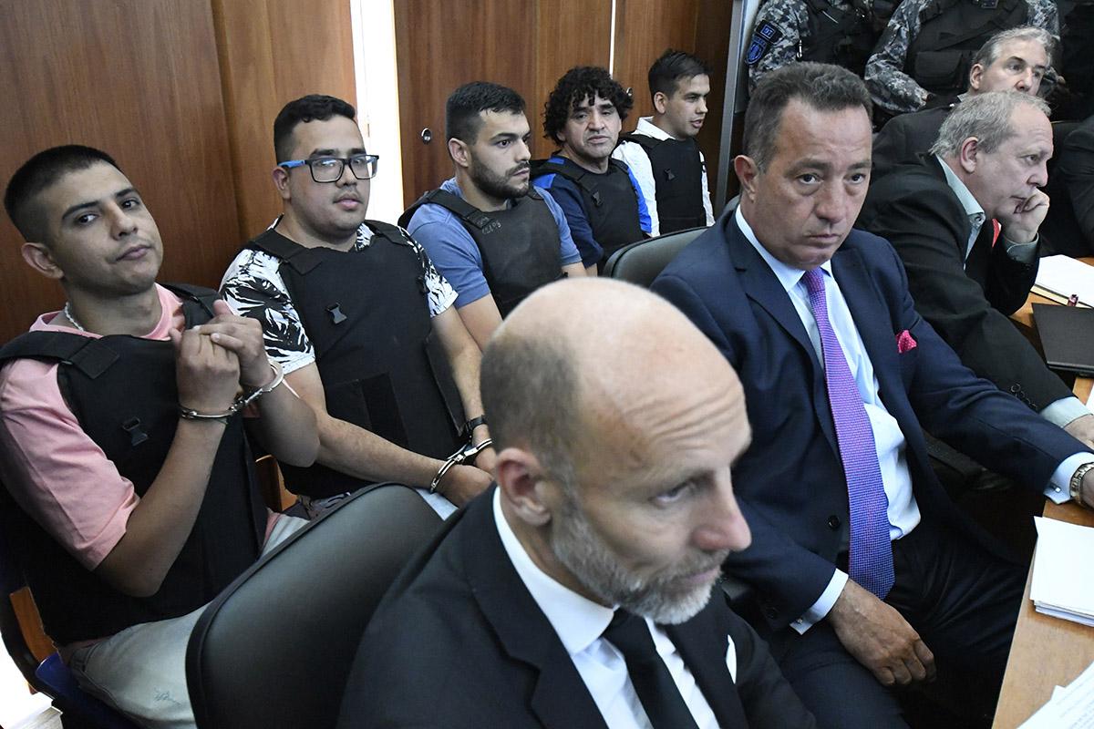 Los líderes de Los Monos detrás de sus abogados (Juan José García).