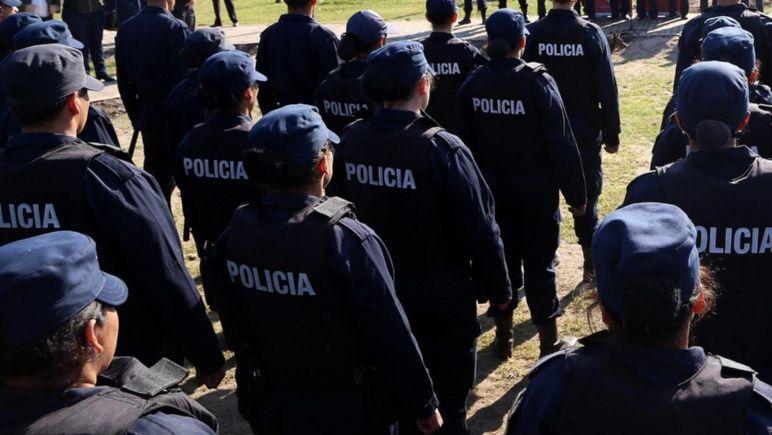 Ocho policías que empezaron el juicio en libertad recibieron condena.