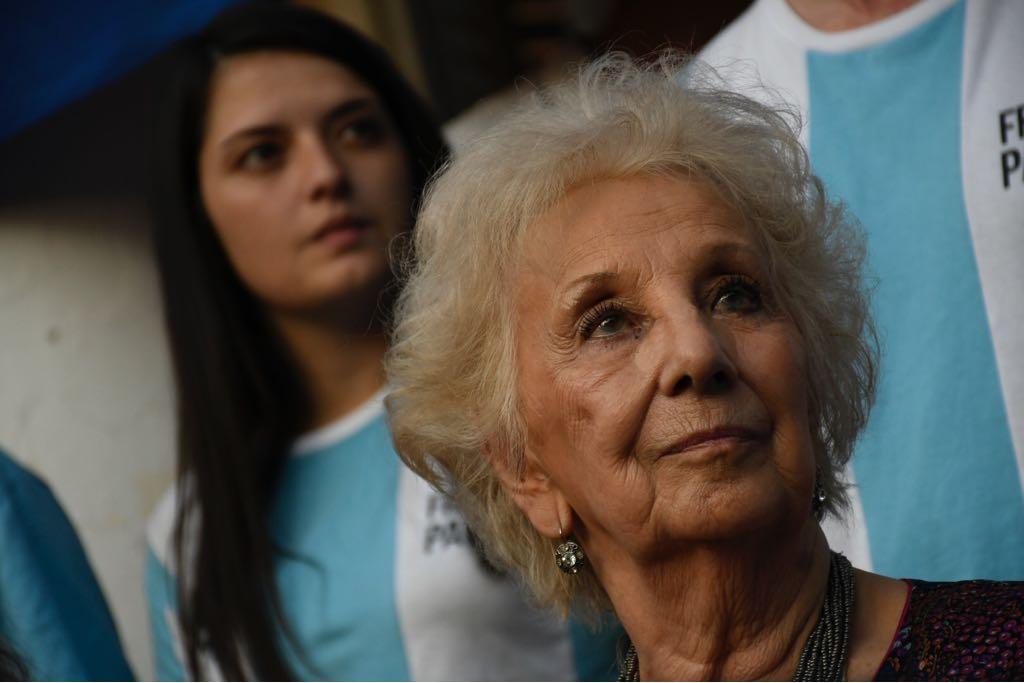 Estela de Carlottovisitó Rosario (Juan José García)