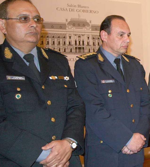 El comisario Hugo Baigoría(izq.), cuando comandaba la Policía de SantaFe junto con el comisario mayor Cáceres.