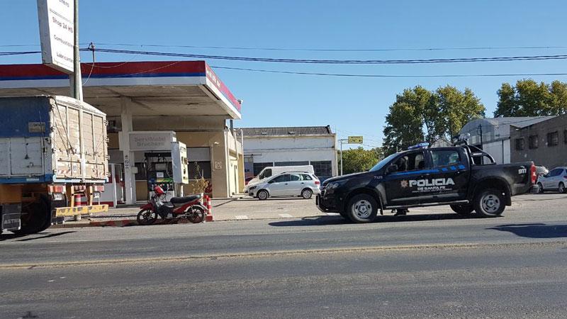 La policía se hizo presente en el lugar del accidente.