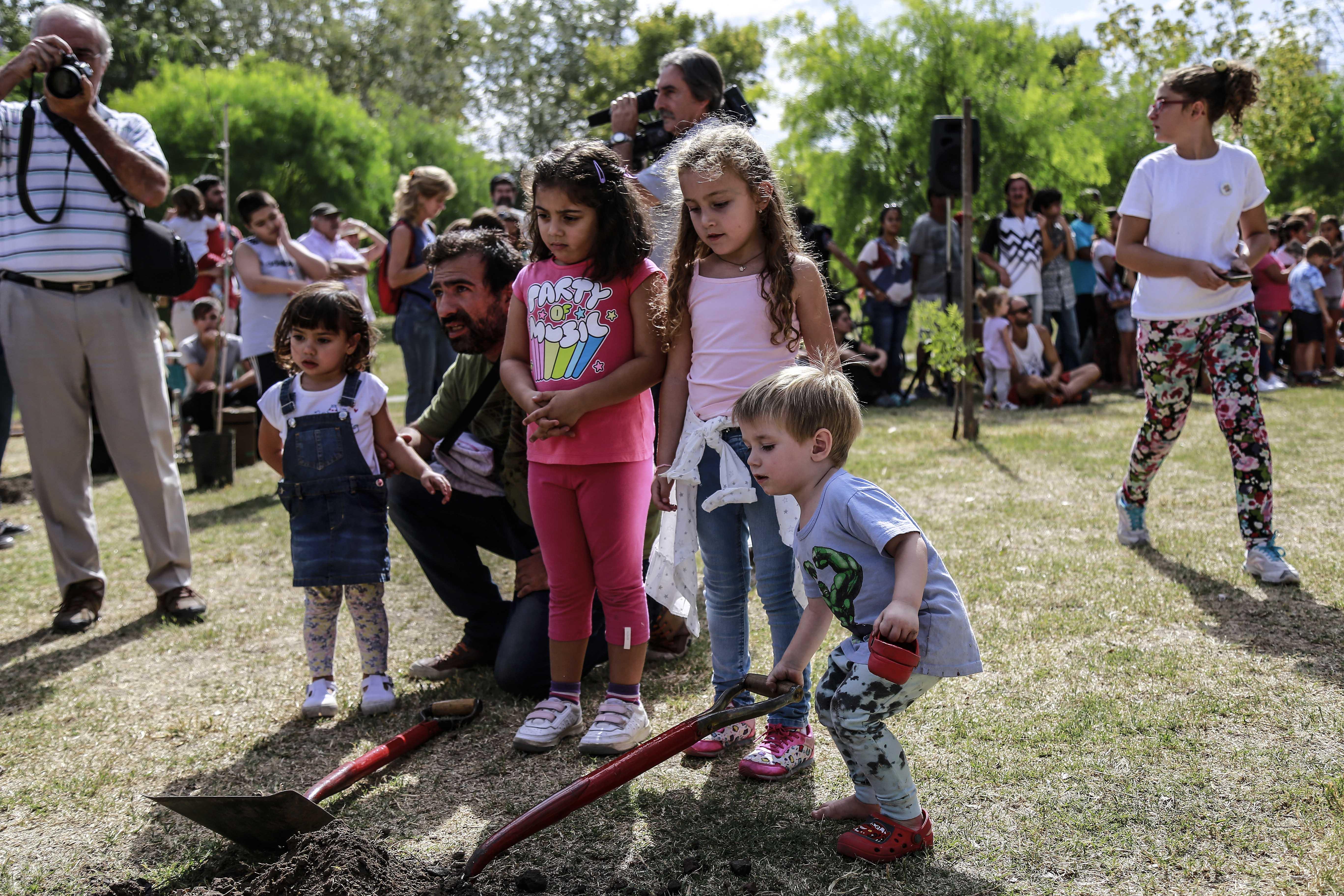 Se realizó la tradicional plantación de árboles (Prensa MR)