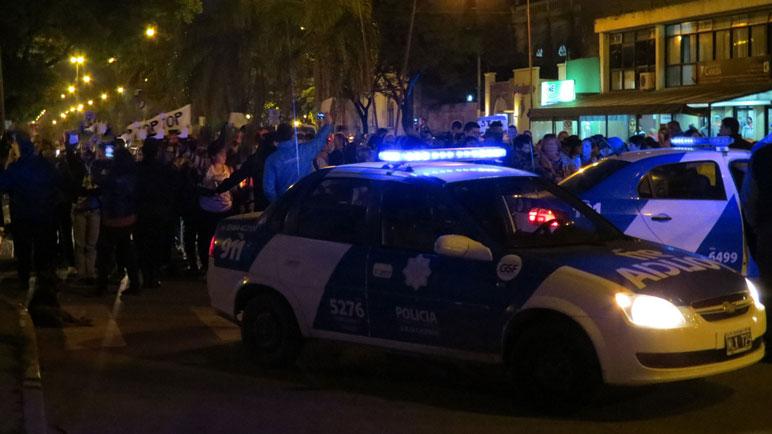 La policía en el centro de la escena. Los casildenses piden más seguridad.