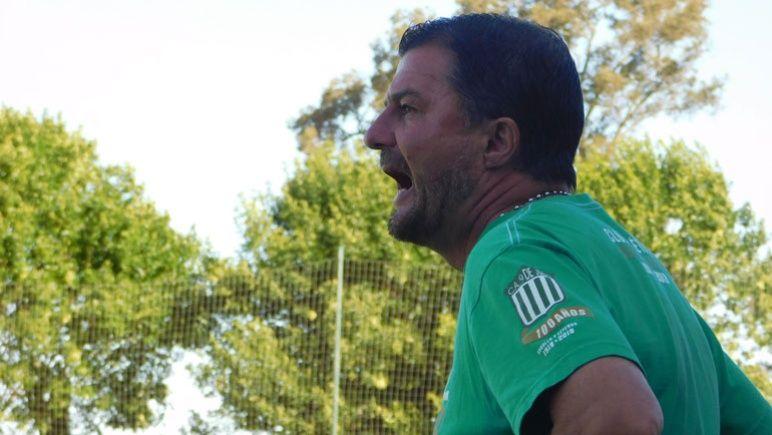 Gustavo Raggio hizo dos cambios imprevistos en la práctica de fútbol de 9 de Julio