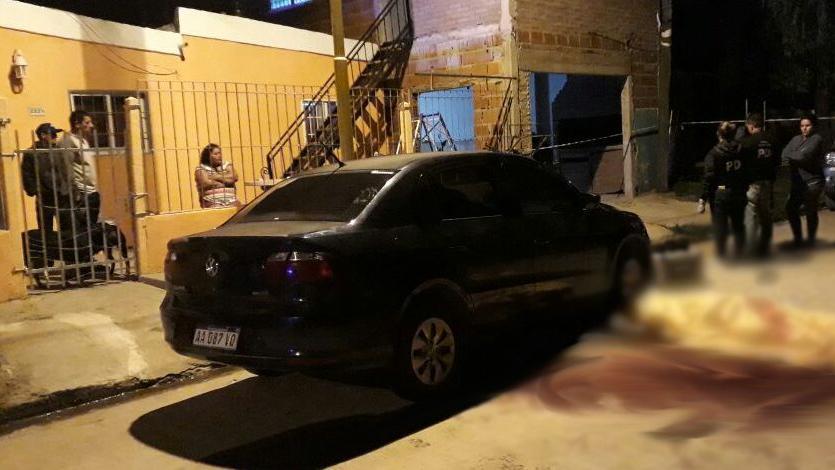La escena del crimen, este lunes, en Puerto San Martín. (Foto: SL24.com.ar)