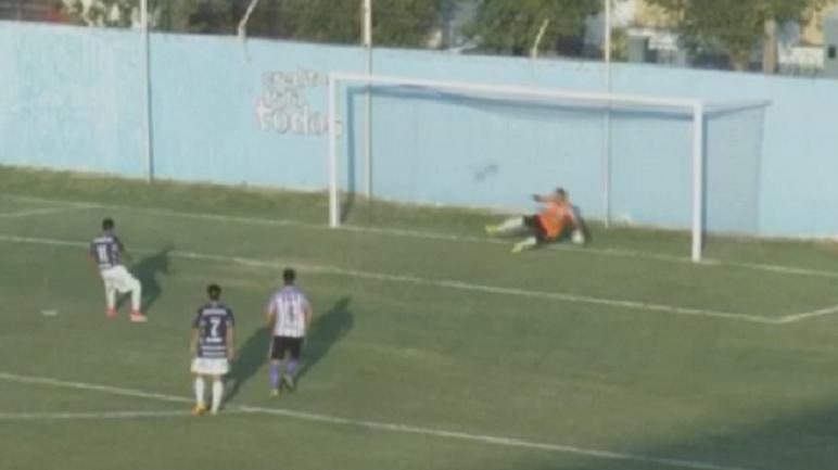 Aseguró al medio. Wilson Gómez anotó el 3-1 sobre Sacachispas.