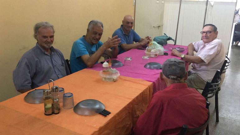 Los abuelos volvieron a reunirse en la vecinal Alberdi.