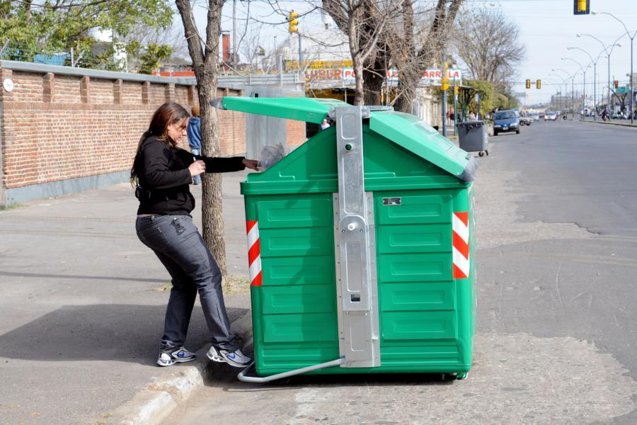 El próximo año se podrían incorporar contenedores de basura a la ciudad.