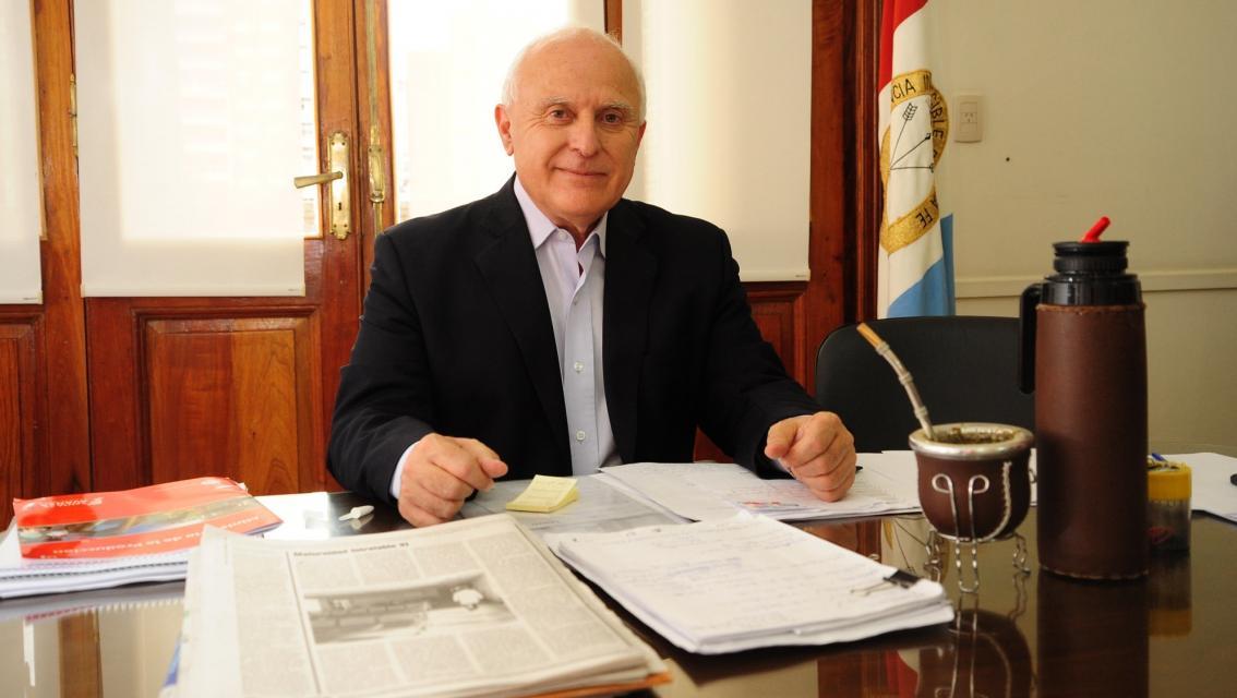 Al gobernador le consultaron sobre el tema del momento y dio su opinión.
