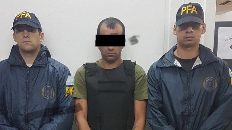 La Policía Federal difundió imágenes del detenido en Ayacucho y Muñoz. (PFA)