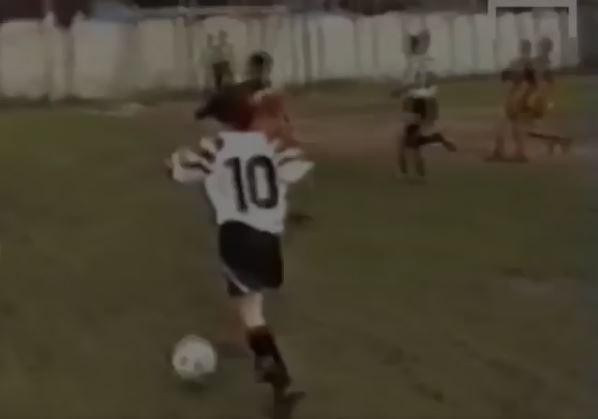 Messi rompiéndola a los doce años