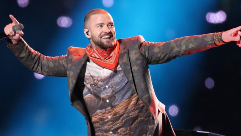 El cantante volvió a generar polémica con su show