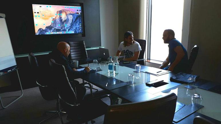 Sampaoli y Beccacece en una reunión con Gonzalo Higuaín.