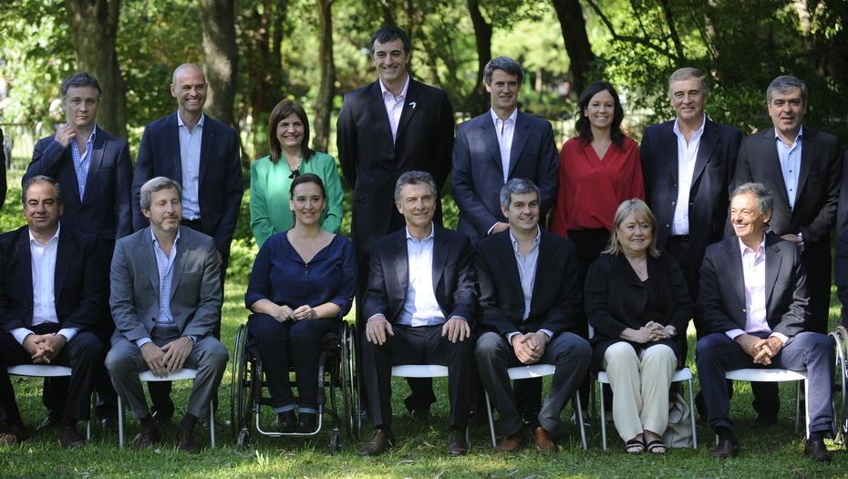 Los familiares de los ministros que deberán abandonar sus puestos.