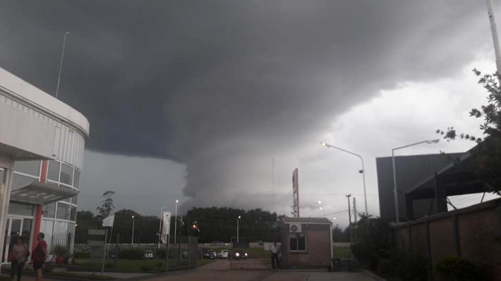 Una impactante nube confundió a una ciudad por su parecido con un tornado.