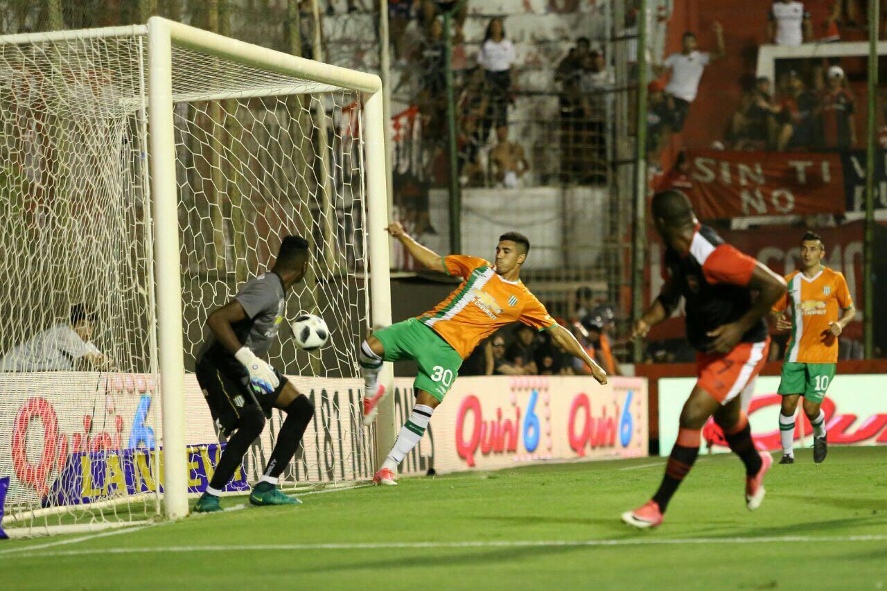Gol de Leal a Banfield en Santa Fe. Ese amistoso le reportó 1,2 millón de pesos: todo a sueldos del plantel.