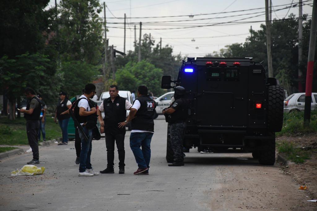 El allanamiento en el Fonavi de Callao al 3900 (Foto: Juan José García)