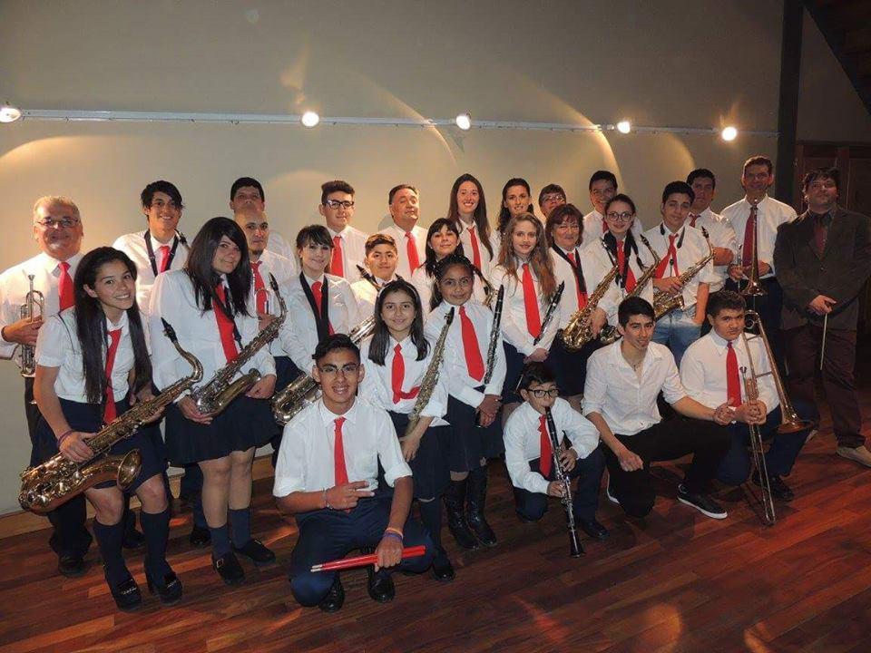 Los integrantes de la Banda organizan otro baile popular.