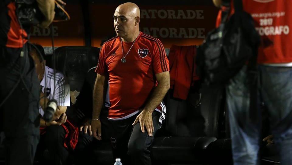 El Chocho podría dejar su cargo tras la derrota ante Central. (Foto: NOB)