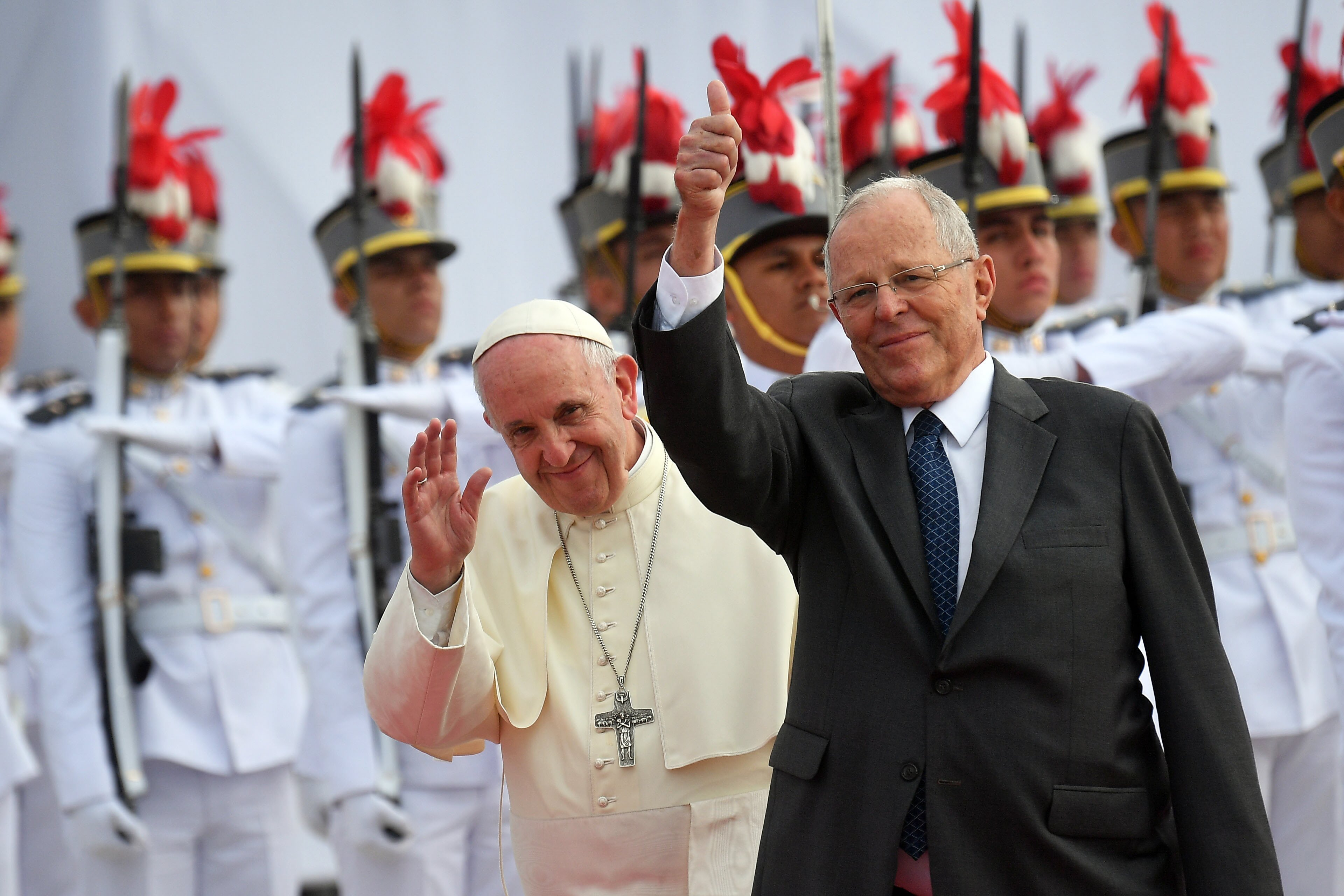 Francisco fue recibido por el presidente peruano (EFE)