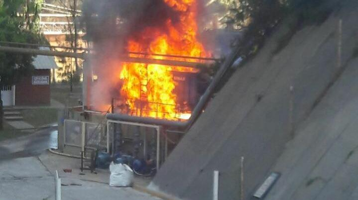 Así se veía el fuego en Bunge (Fuente: Instagram @sl24.com.ar)