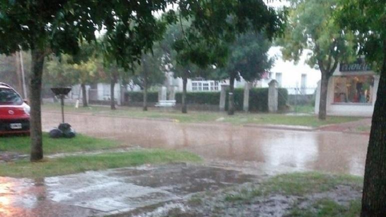 Las calles de Casilda se inundaron rápidamente.