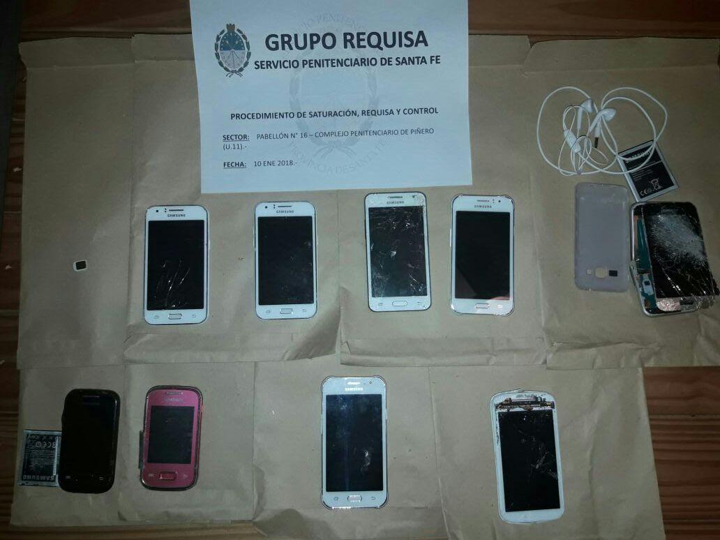 En la requisa se secuestraron nueve celulares. (Foto: Ministerio de Seguridad de Santa Fe)