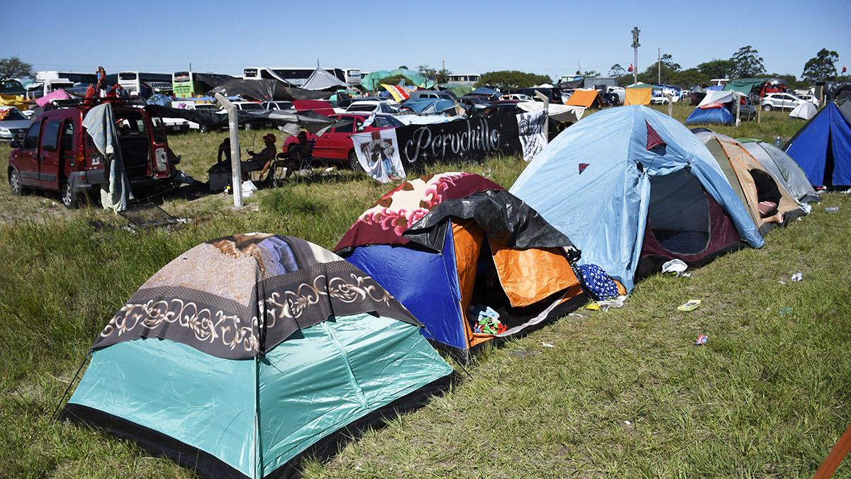 Miles de personas acamparon esperando este 8 de enero (Juan José García)