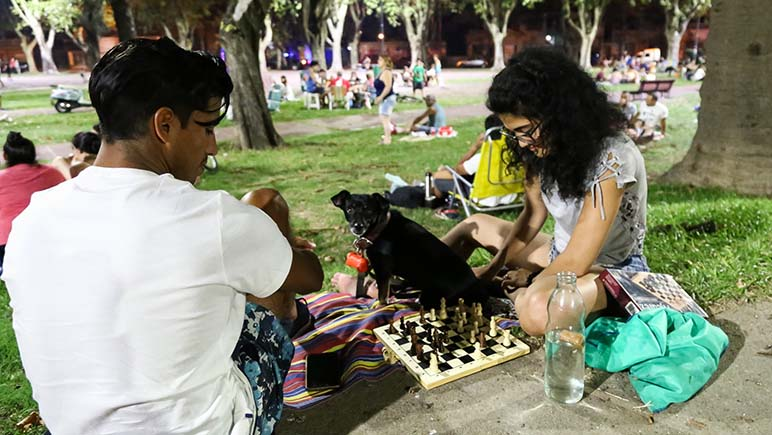 Picnic en plaza Saavedra (Nano Pruzzo)