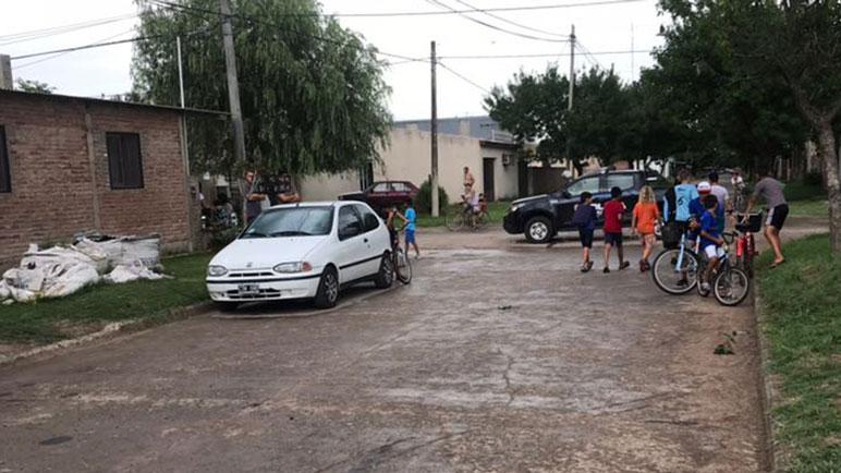 El SIES retiró rápidamente al motociclista del lugar y lo derivó al San Carlos.