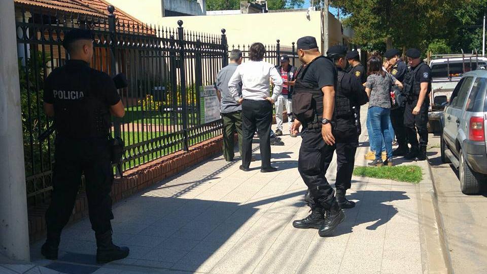 Uno de los allanamientos en el centro de Venado Tuerto (Foto: Radio Jota)