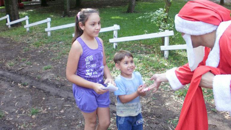 Papá Noel repartirá regalos, hoy en Pujato, y el sábado en Fuentes.