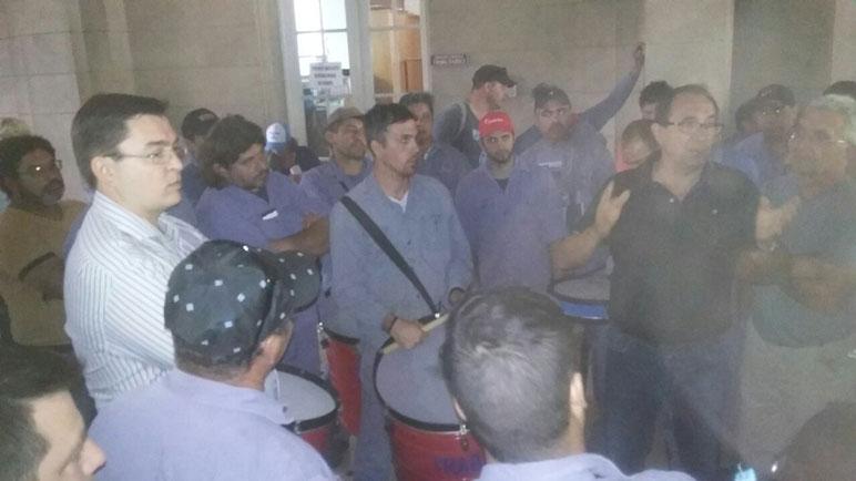 Sarasola y los trabajadores metalúrgicos se reunieron este lunes en el Municipio.