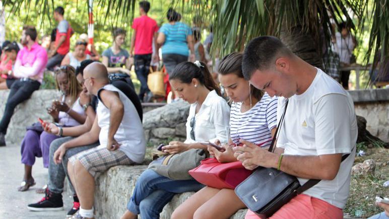 Los argentinos consumen más internet en el smartphone que los demás países