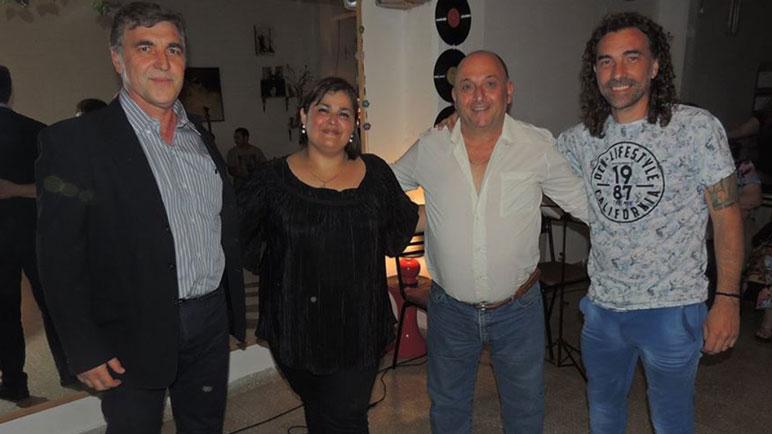 El jurado de los Magaldi junto a Carla Oliva, la última premiada.