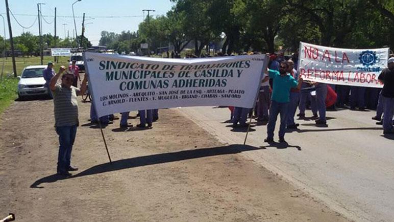 Los municipales van al paro y repudian el tratamiento del proyecto de reforma.