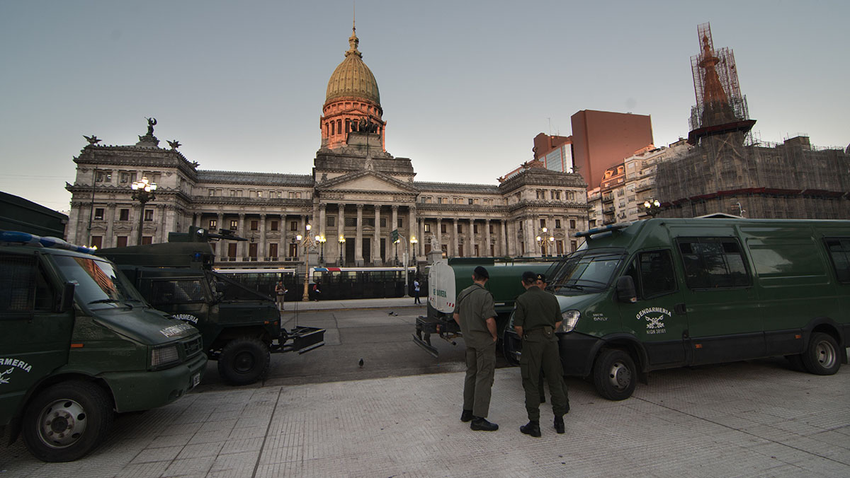 El Congreso Nacional permanece vallado por la Gendarmería, a causa del tratamiento del proyecto de Reforma Previsional(Télam)