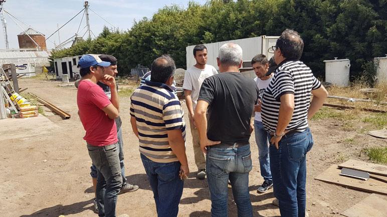 Juan Storlini y Héctor Morinigo, de UOM, se reunieron con los obreros.