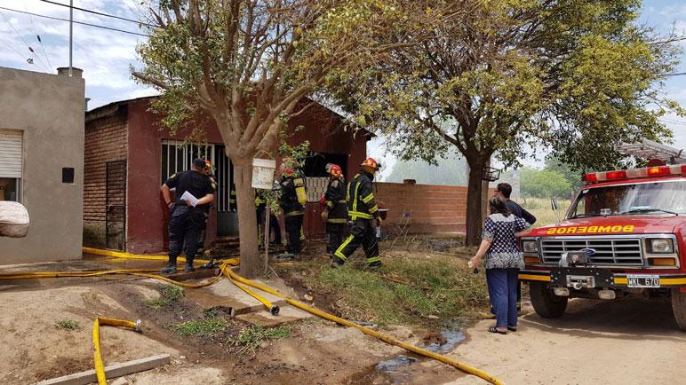 La vivienda quedó inutilizable tras el avance de las llamas.