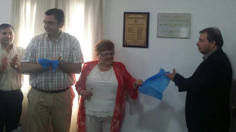 Sarasola, Mary Duarte y Gabriel Bustamente descubrieron placas.