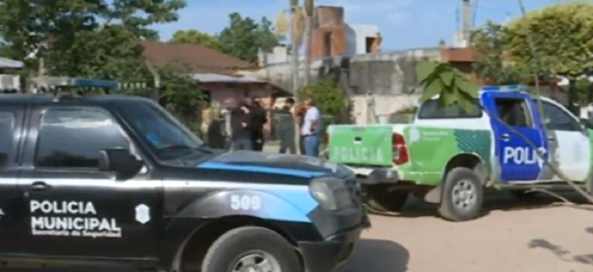 Los vecinos escucharon pedir ayuda a la dueña de casa, que cayó muerta en la calle.