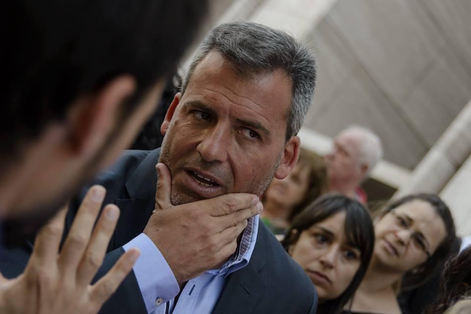El abogado Marcos Peyranofrente a Tribunales.(Foto: FB Operativo Bauen)