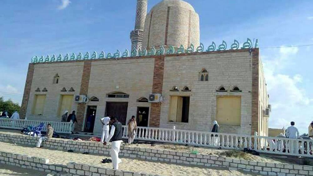 Con explosivos y fusiles los terroristas atacaron el templo