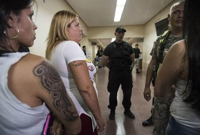 Lorena Verdún, viuda del Pájaro Cantero, en los tribunales. (Foto: La Nación)