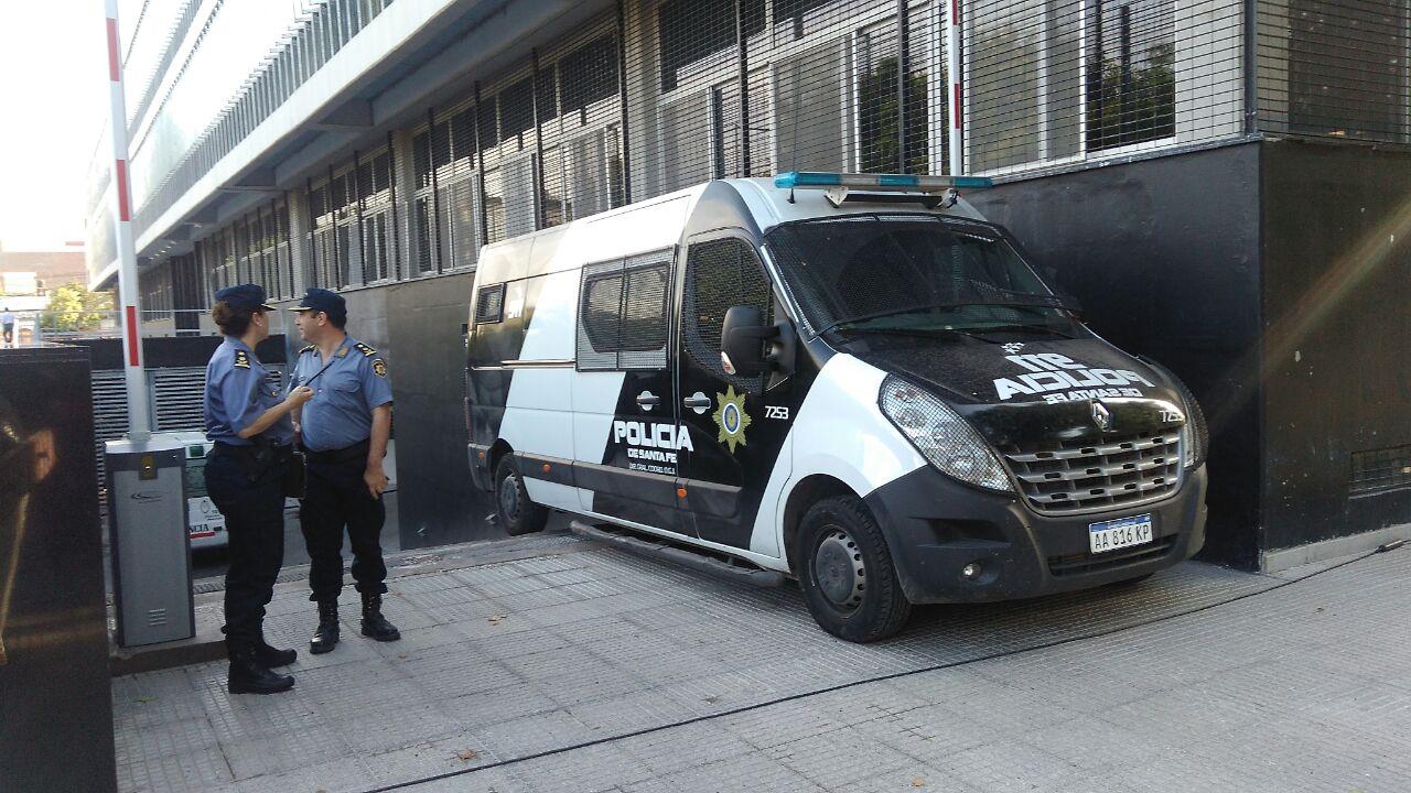 Hay 180 policías custodiando el Centro de Justicia Penal.