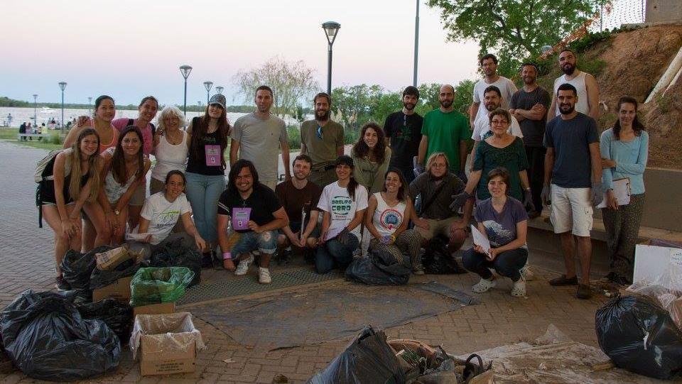 Más de 100 voluntariosrecolectaron residuos durante todo el día. (Foto: Gisela Ardit)