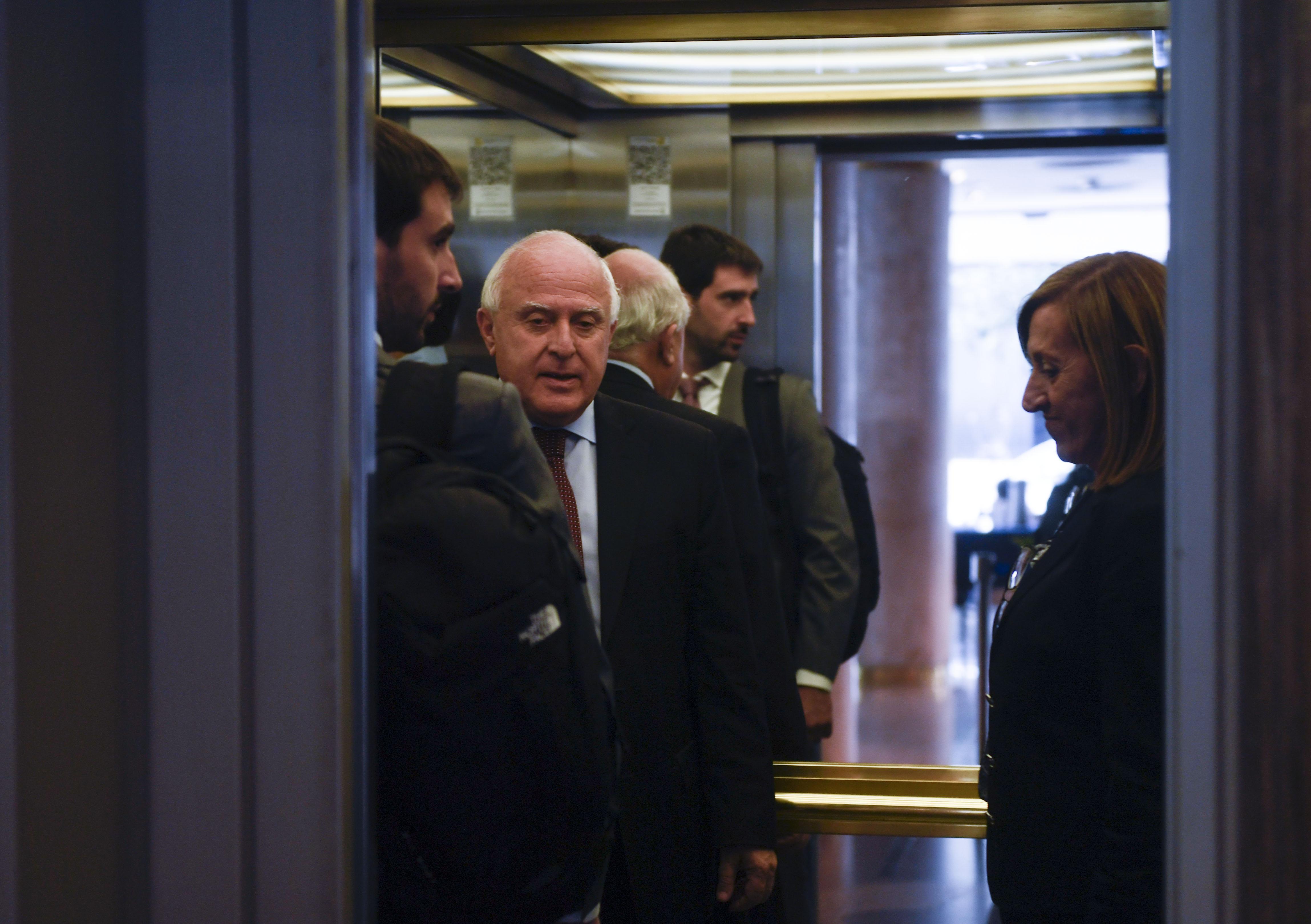 El gobernador Lifschitz al ingresar a la reunión (Télam)