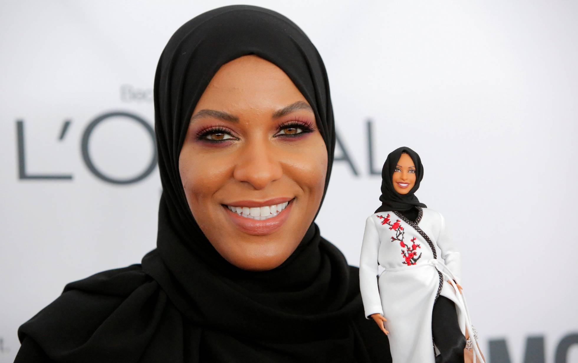 Mattel tendrá una Barbie en honor a la esgrimista Ibtihaj Muhammad.