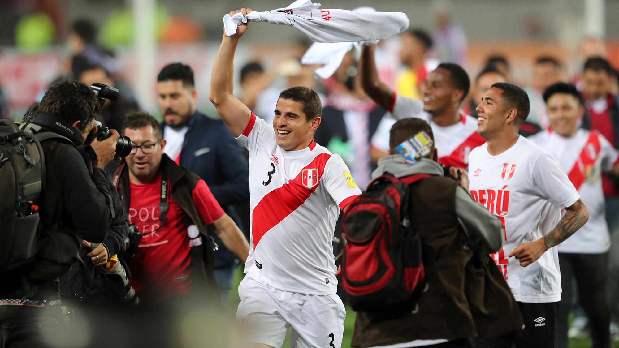 El peruano Aldo Corzo celebra la clasificación de su país al Mundial de Rusia 2018.